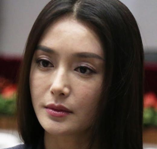 Phú Sát hoàng hậu Tần Lam trong Diên Hi Công Lược rõ ràng đẹp xuất sắc, nhưng sự thật trước khi dao kéo thì sao?-8