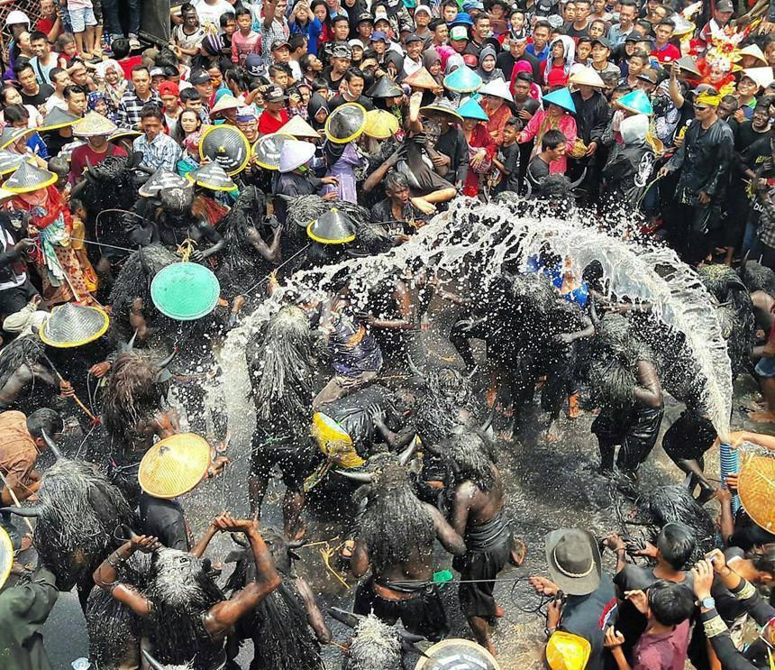 Những tập tục kỳ dị chỉ có ở Indonesia-1
