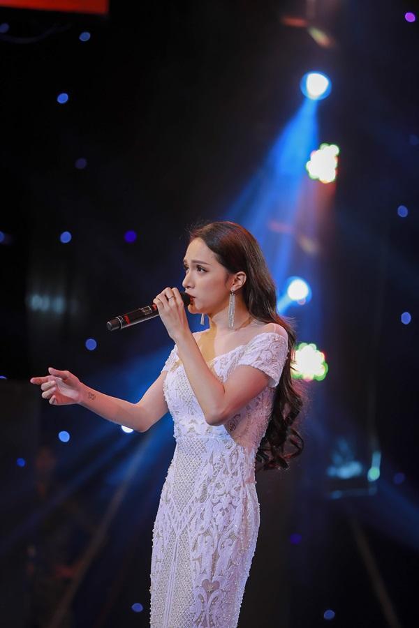 Từ ca sĩ đến danh xưng hoa hậu, Thùy Lâm và Hương Giang trở thành cặp mỹ nhân khác biệt nhất xưa nay-14