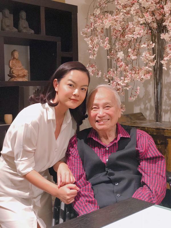Lần đầu tiên, Phạm Quỳnh Anh tổ chức họp báo trực tuyến, xuất hiện tại đầu cầu Mỹ cùng nhạc sĩ Lam Phương-1