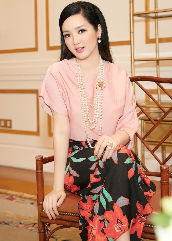Mê mệt ngắm dàn quốc sắc thiên hương Việt Nam váy áo lộng lẫy, đài các-3