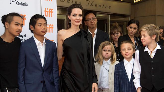 Tiết lộ chi phí tốn kém nuôi 6 con của Brad Pitt và Angelina Jolie-1