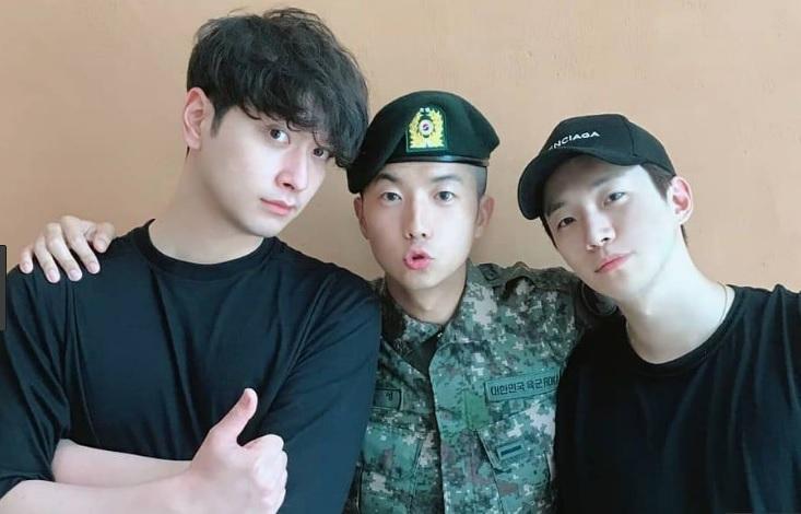 Hai nhan sắc hàng đầu Hyun Bin và Son Ye Jin sánh đôi trên tạp chí-7