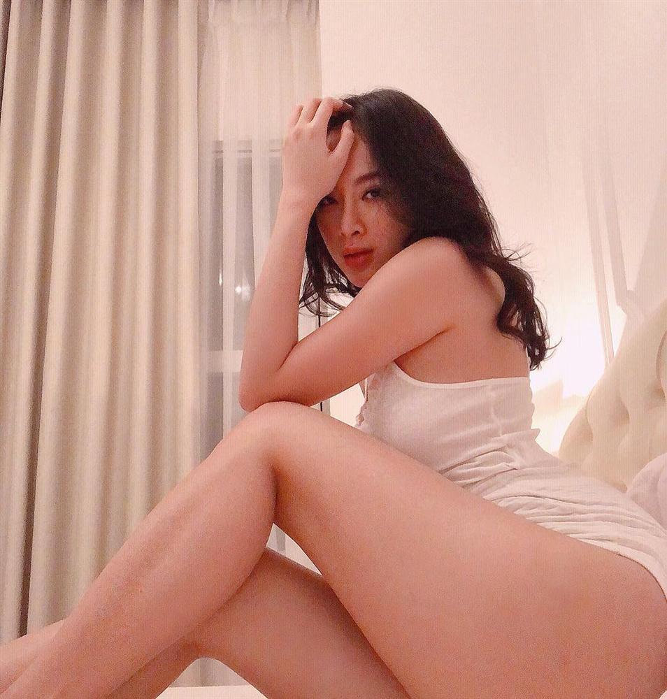 Nhìn Angela Phương Trinh miệt mài pose dáng khoe vòng 3 mà muốn vẹo xương sống-14