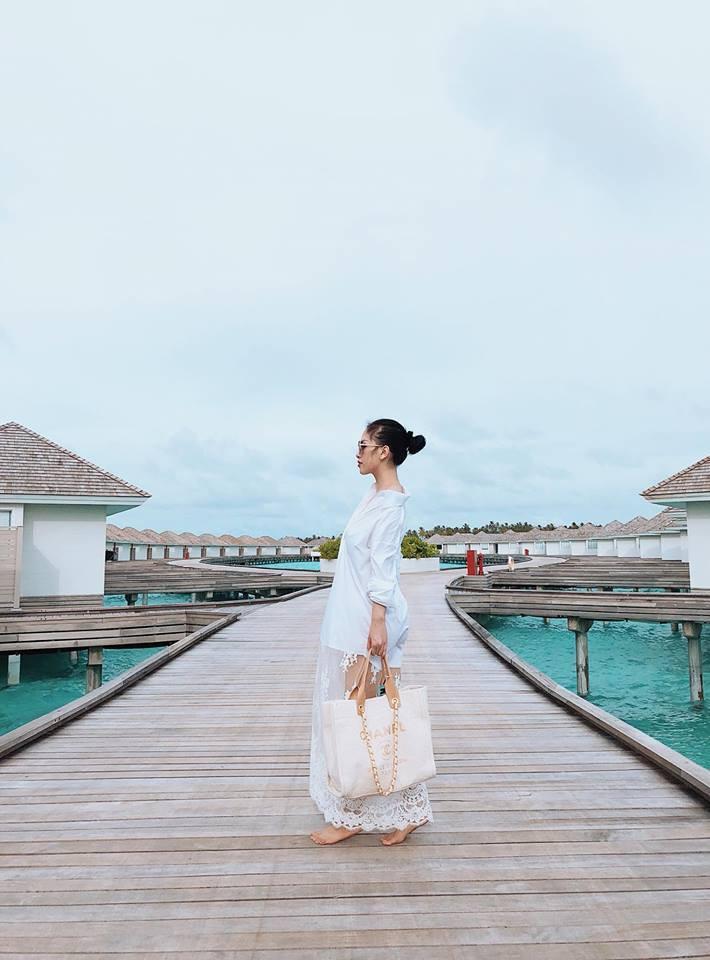 Kỉ niệm 1 năm ngày cưới, vợ chồng anh trai ca sĩ Bảo Thy chơi lớn khi quyết định cùng con gái gần 1 tuổi du lịch Maldives-7