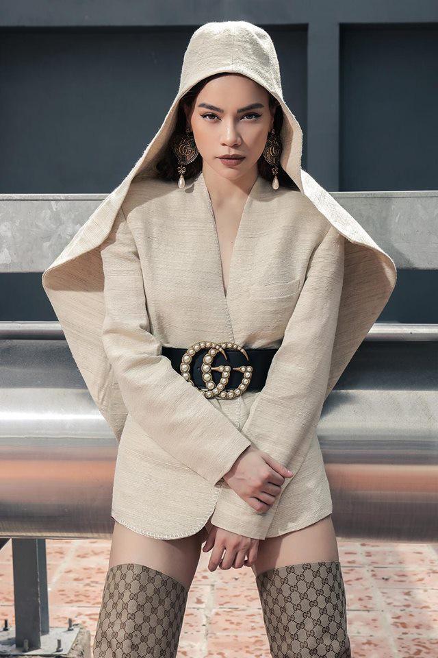 Hồ Ngọc Hà và Tóc Tiên đụng hàng: nàng thì bị chê như mặc đồ tang, cô lại làm fan tưởng mới té núi-2