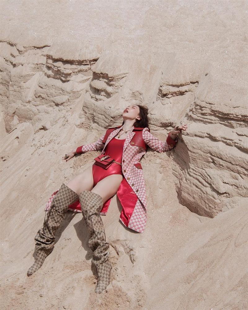 Hồ Ngọc Hà và Tóc Tiên đụng hàng: nàng thì bị chê như mặc đồ tang, cô lại làm fan tưởng mới té núi-5
