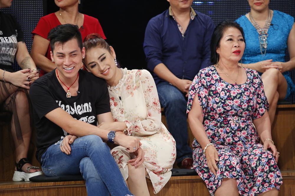 Mẹ chồng Lâm Khánh Chi bị cho là sợ con dâu đến mức chỉ cần nghe tiếng bước chân là nhận ra công chúa-3
