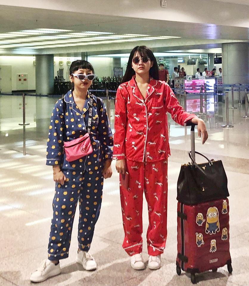 Có ai lầy hơn đôi bạn cùng tiến Kiều Trinh - Trang Hý: Rủ nhau mặc Pijama ra sân bay nhưng vẫn thấy vậy là hay-1