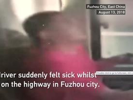 Clip: Lên cơn đau dữ dội, tài xế anh hùng cứu mạng 12 người trước khi chết
