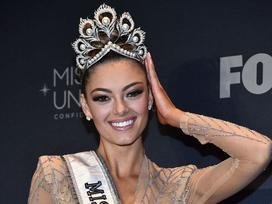 Nhan sắc khuynh thành của đại mỹ nhân vừa thắng giải 'Hoa hậu của các hoa hậu 2017'