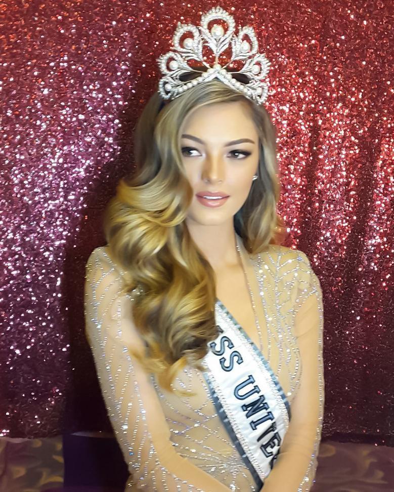 Nhan sắc khuynh thành của đại mỹ nhân vừa thắng giải Hoa hậu của các hoa hậu 2017-5