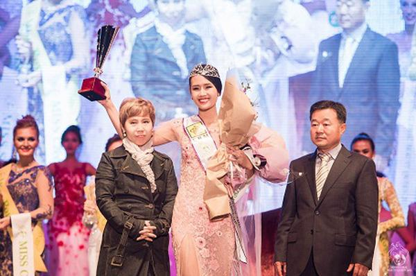 Đoạt vương miện nhưng tên chẳng ai biết, Đỗ Thị Thanh Huyền bị nghi ngờ thi chui Hoa hậu Phụ nữ Á Đông 2018-8
