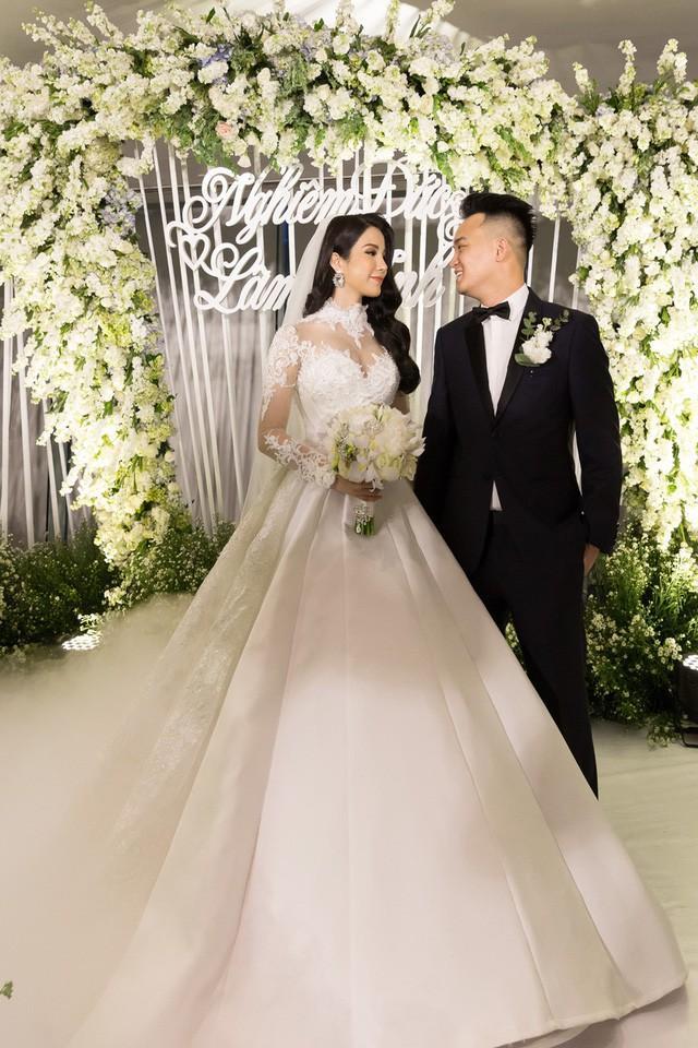 Trước Nhã Phương, nhiều mỹ nhân Việt cũng bị nghi cưới chạy bầu khi mặc áo cô dâu mà bụng lùm lùm-6