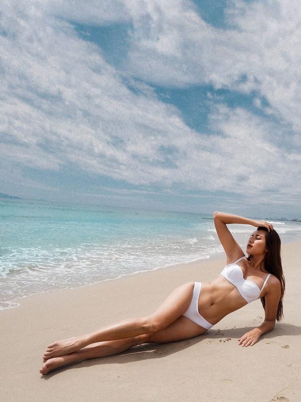 Mặc bikini đẹp mướt mát xong lại tạo dáng đỉnh cao như Đồng Ánh Quỳnh thì ai xem mà chẳng xịt máu mũi-2
