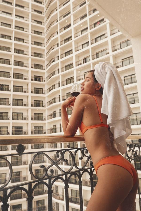 Mặc bikini đẹp mướt mát xong lại tạo dáng đỉnh cao như Đồng Ánh Quỳnh thì ai xem mà chẳng xịt máu mũi-8