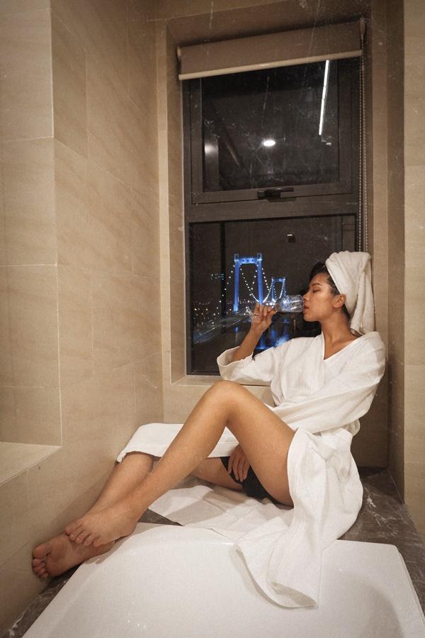 Mặc bikini đẹp mướt mát xong lại tạo dáng đỉnh cao như Đồng Ánh Quỳnh thì ai xem mà chẳng xịt máu mũi-10