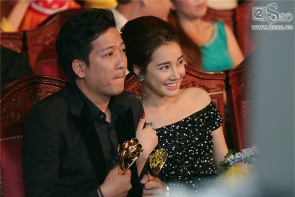Sau 3 tuần ẵm vị trí top 1 tin đồn sao Việt, Nhã Phương - Trường Giang tiếp tục soán ngôi với nghi án đính hôn vào 24/8-1