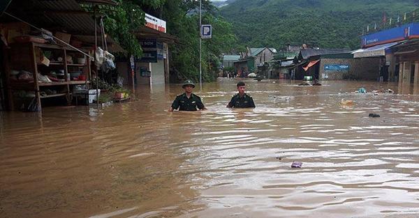Chạy lũ xuyên đêm, 5 người chết ở Nghệ An-7