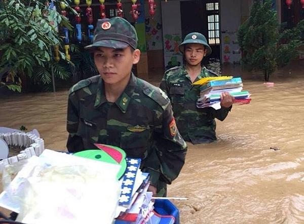 Chạy lũ xuyên đêm, 5 người chết ở Nghệ An-8