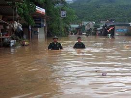 Chạy lũ xuyên đêm, 5 người chết ở Nghệ An