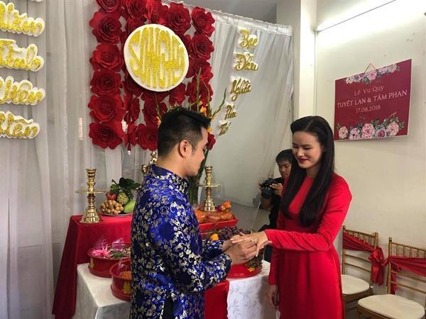 Cô dâu Tuyết Lan trao nụ hôn ngọt ngào thay ngàn lời yêu thương dành cho người đàn ông của đời mình-1