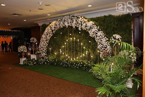 Khung cảnh ngập tràn hoa trong đám cưới của Tuyết Lan-3