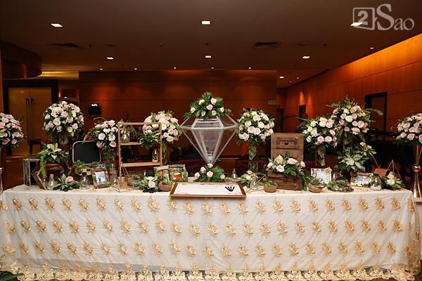 Khung cảnh ngập tràn hoa trong đám cưới của Tuyết Lan-4