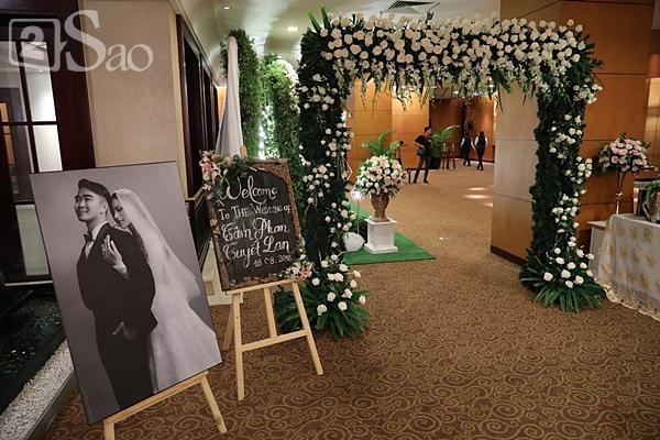 Khung cảnh ngập tràn hoa trong đám cưới của Tuyết Lan-2