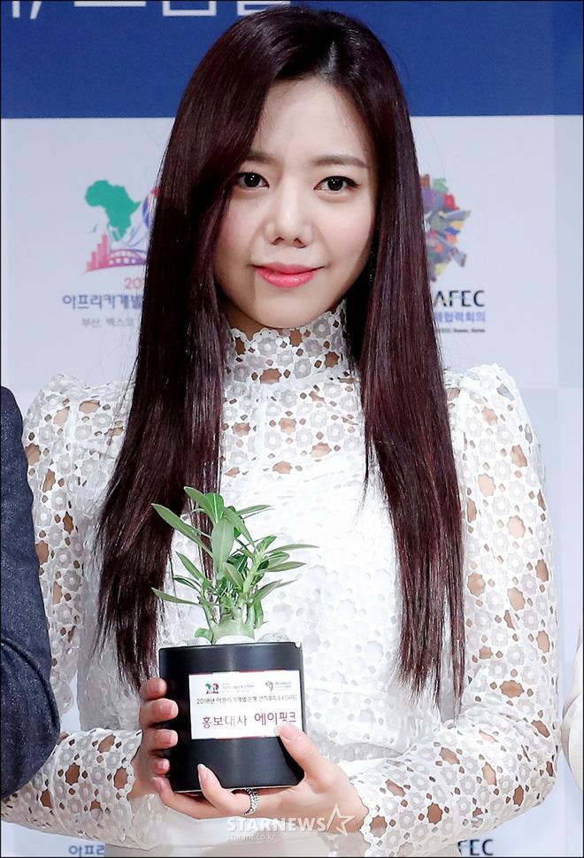 Bà xã Bae Yong Joon bị chỉ trích khi đăng ảnh cùng con trai-2