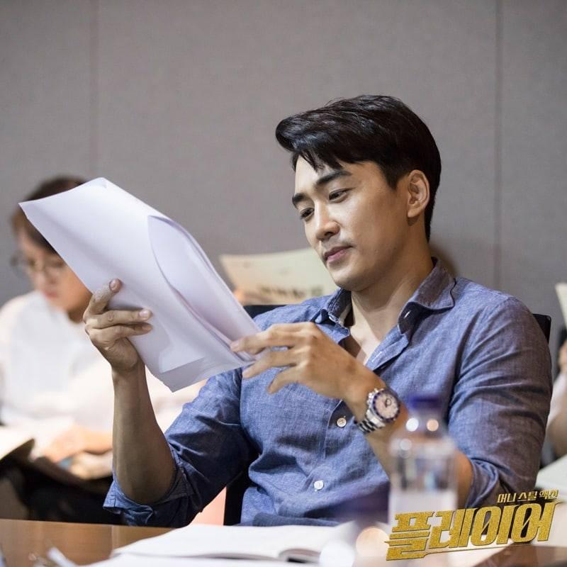 Bà xã Bae Yong Joon bị chỉ trích khi đăng ảnh cùng con trai-8