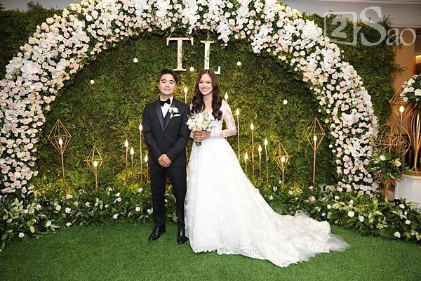 Cô dâu Tuyết Lan xuất hiện lộng lẫy cùng chồng-1