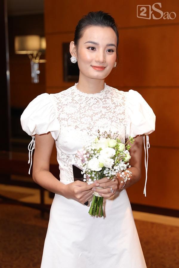 Cô dâu Tuyết Lan xuất hiện lộng lẫy cùng chồng-4