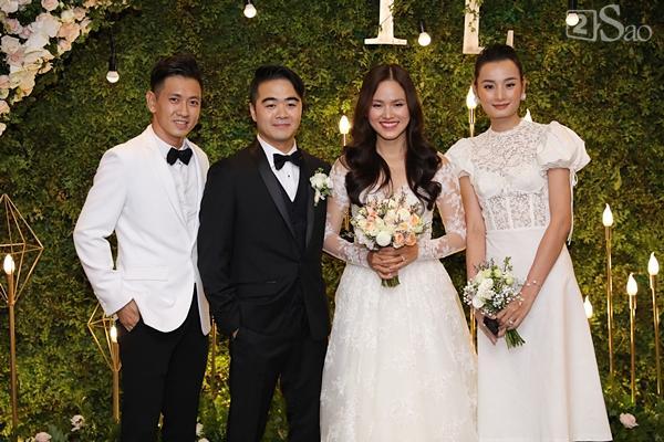 Cô dâu Tuyết Lan xuất hiện lộng lẫy cùng chồng-5