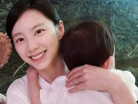 Bà xã Bae Yong Joon bị chỉ trích khi đăng ảnh cùng con trai