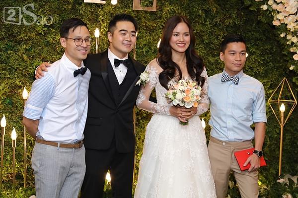 Người mẫu đình đám một thời Bảo Hòa đến chúc mừng Tuyết Lan-5
