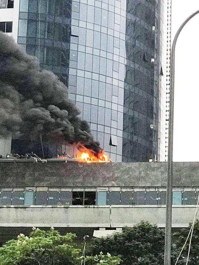 Hà Nội: Cháy công trình trên đường Cầu Giấy, khói bốc cao chục mét-4