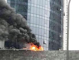 Hà Nội: Cháy công trình trên đường Cầu Giấy, khói bốc cao chục mét