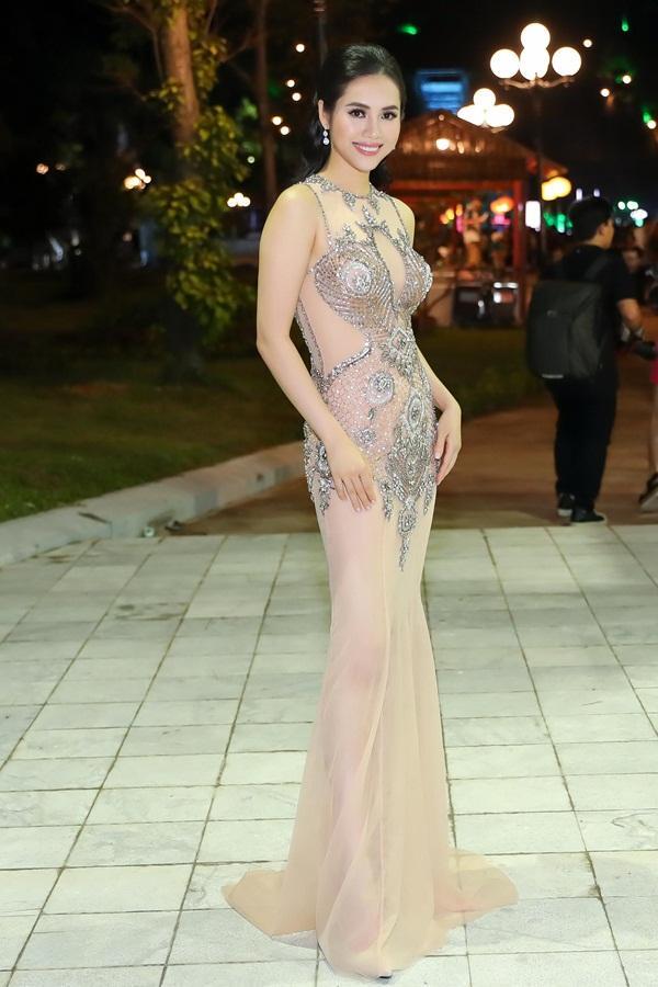 Gừng càng già càng cay, dàn Hoa hậu Việt Nam ở ẩn bất ngờ tái xuất lộng lẫy không kém cạnh đàn em-9