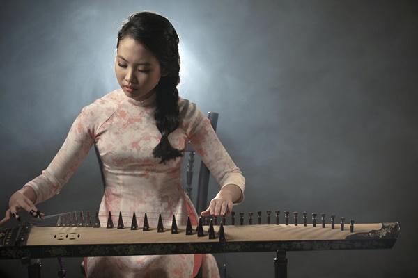 Vpop tháng cô hồn: Phương Mỹ Chi khoe vũ đạo trong MV xúc động về mẹ, Hương Tràm tung ballad mới-2