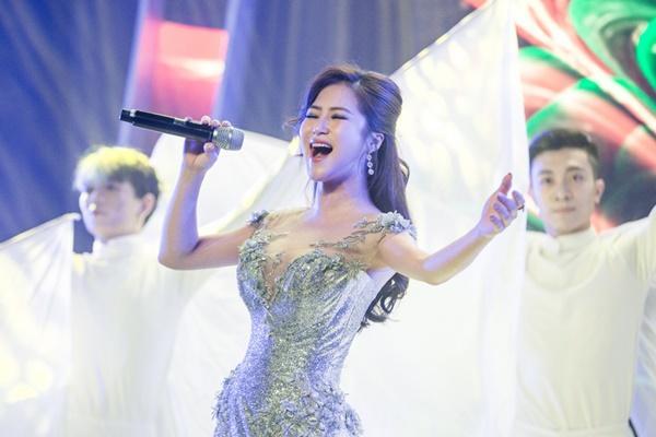 Vpop tháng cô hồn: Phương Mỹ Chi khoe vũ đạo trong MV xúc động về mẹ, Hương Tràm tung ballad mới-6
