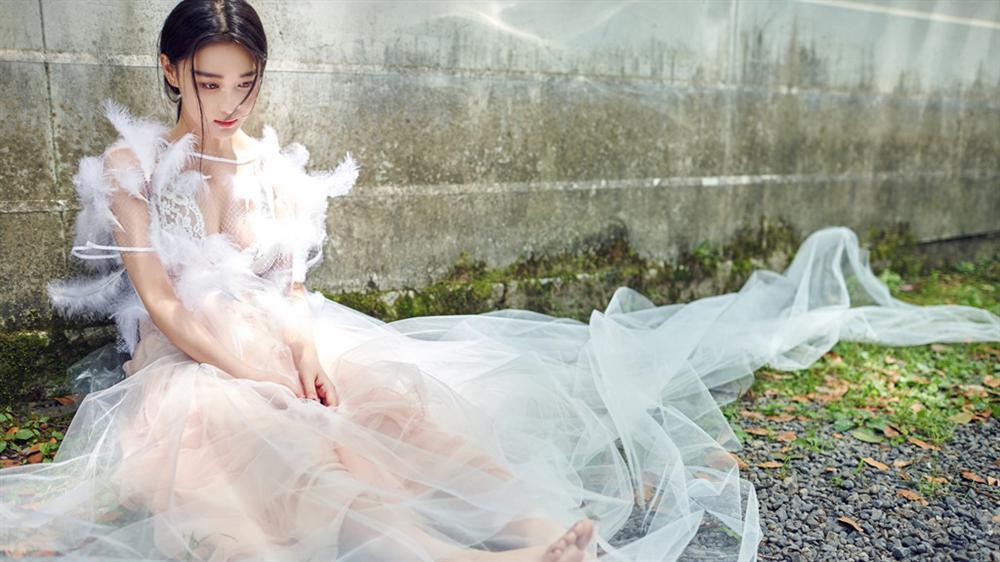 Kết đắng cho những người đẹp khoe thân phản cảm ở showbiz Trung Quốc-5