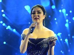 Cất giọng 'oanh vàng' dày như một tảng băng, hoa hậu Nguyễn Thị Huyền gây sửng sốt vì hát quá hay
