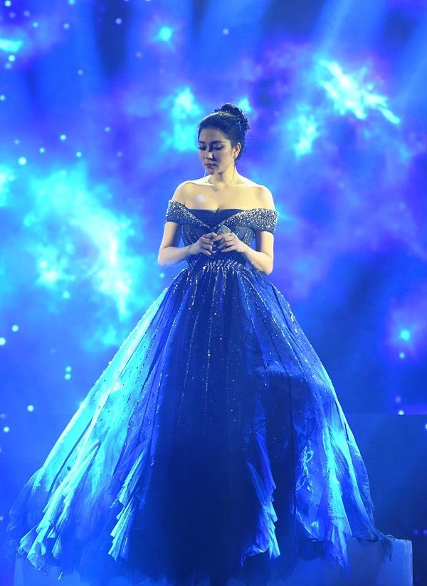 Cất giọng oanh vàng dày như một tảng băng, hoa hậu Nguyễn Thị Huyền gây sửng sốt vì hát quá hay-2