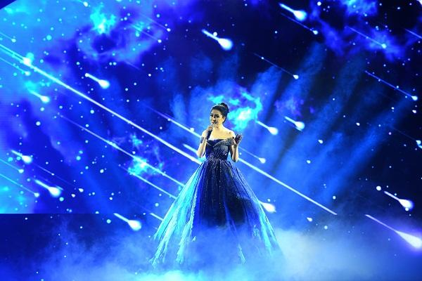 Cất giọng oanh vàng dày như một tảng băng, hoa hậu Nguyễn Thị Huyền gây sửng sốt vì hát quá hay-1