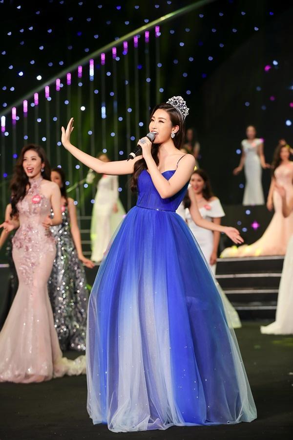 Cất giọng oanh vàng dày như một tảng băng, hoa hậu Nguyễn Thị Huyền gây sửng sốt vì hát quá hay-4