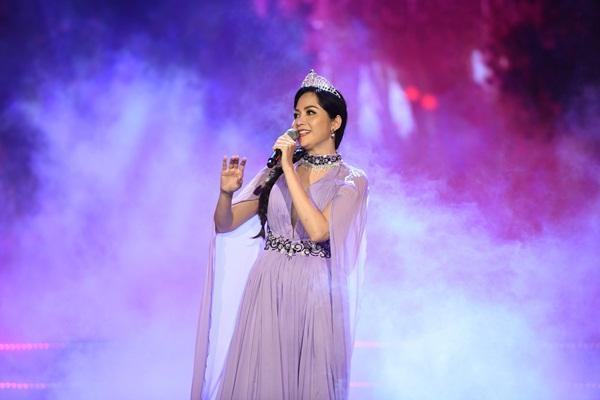 Cất giọng oanh vàng dày như một tảng băng, hoa hậu Nguyễn Thị Huyền gây sửng sốt vì hát quá hay-6