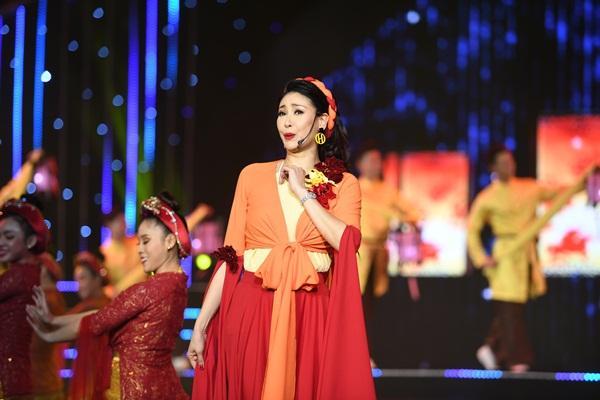 Cất giọng oanh vàng dày như một tảng băng, hoa hậu Nguyễn Thị Huyền gây sửng sốt vì hát quá hay-8