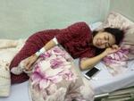 Chăm Mai Phương điều trị ung thư tại bệnh viện, gia đình kiểm soát nghiêm ngặt người ra vào thăm con gái