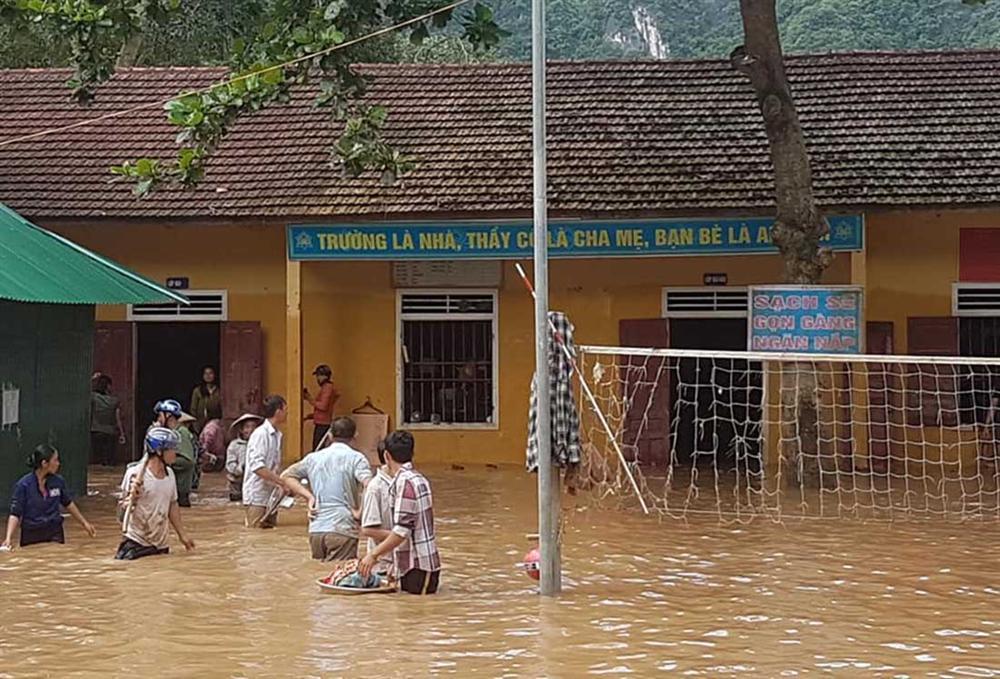 Nghệ An: Lũ chồng lũ, nhiều nơi vẫn ngập trong biển nước-2